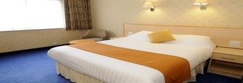 Ramada London Finchley bedroom